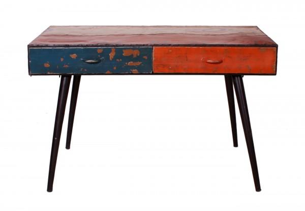Schreibtisch aus recycelten Ölfässern