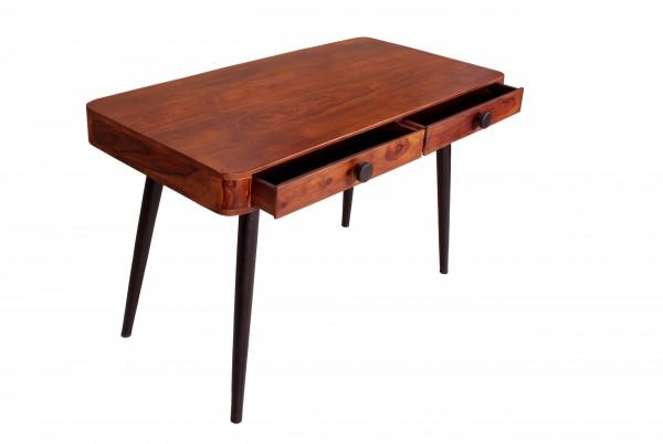 Schreibtisch im skandinavischen Design